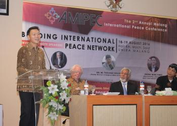Representative of the BIC Regional Office in Jakarta Chong Ming Hwee delivers a keynote address at the 2nd Annual Malang International Peace Conference in August.